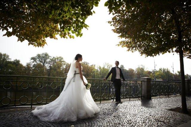 Mungkin bagi sebagian orang saya terlalu muda memikirkan perihal pernikahan