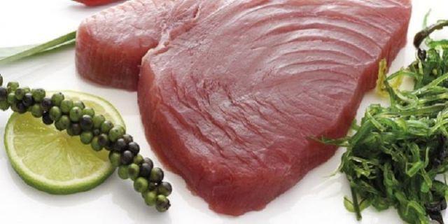 walaupun agak berat, tapi ikan tuna bagus kok dijadikan cemilan