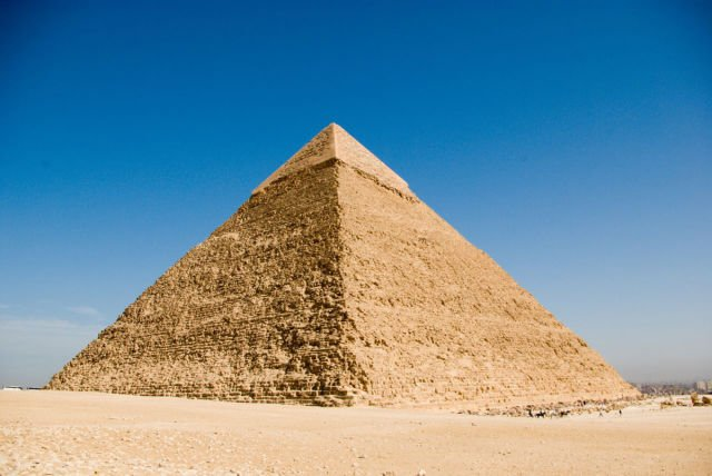 http://famouswonders.com/wp-content/gallery/pyramids-of-egypt/pyramid-of-khafre.jpg