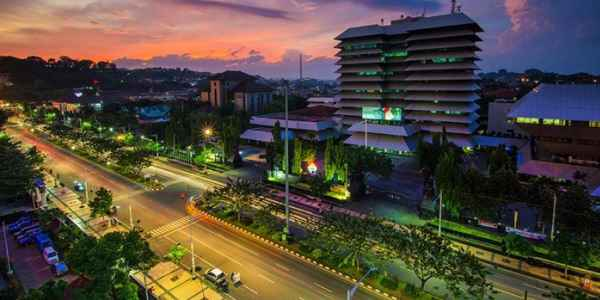 Suasana Malam di Jalan Pahlawan Semarang