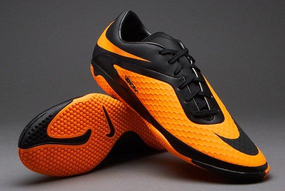 Sepatu futsal bisa juga jadi kado yang spesial.