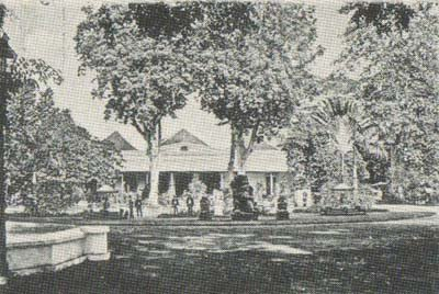 Gedung Agung pada jaman dulu.