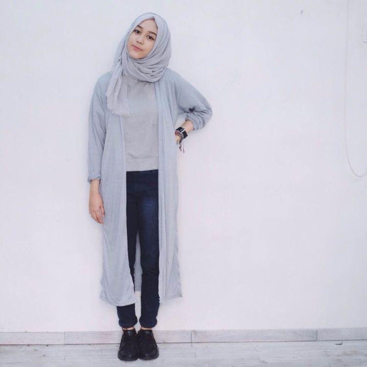 7 Gaya Hijab Buatmu Yang Nyaman Ber Jeans Dan Kemeja Biar Nggak Kelihatan Biasa Aja