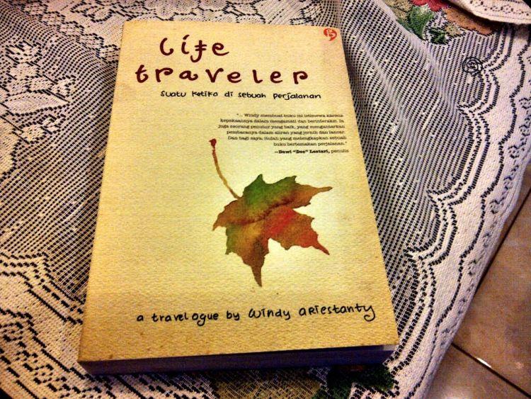 Buku bisa jadi hadiah yang membahagiakan.
