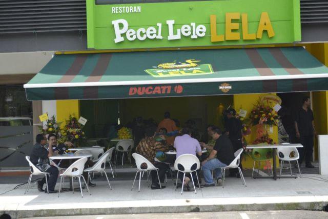 makan lele di Malaysia~