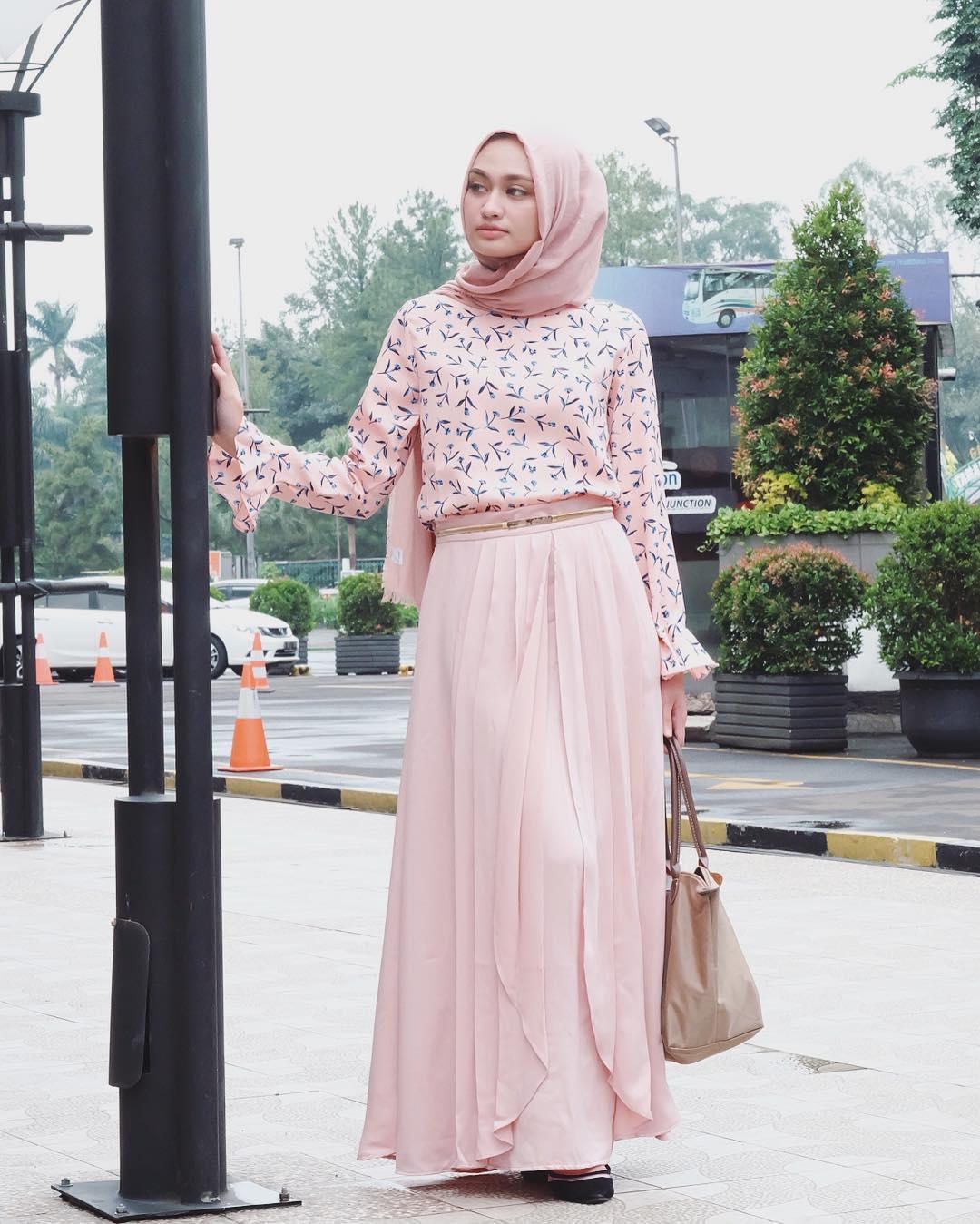 Tampil Sederhana Namun Menawan Dengan Hijab Baju Longgar