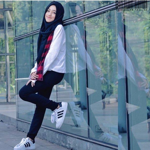 Baru Dan Cuma Punya Satu Hijab Warna Hitam Jangan