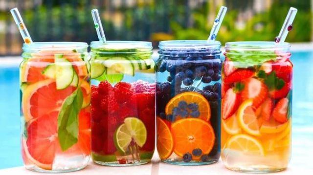 Botol air minum buah