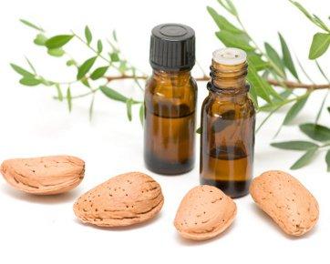 Minyak kayu putih dan almond untuk meremajakan kulit
