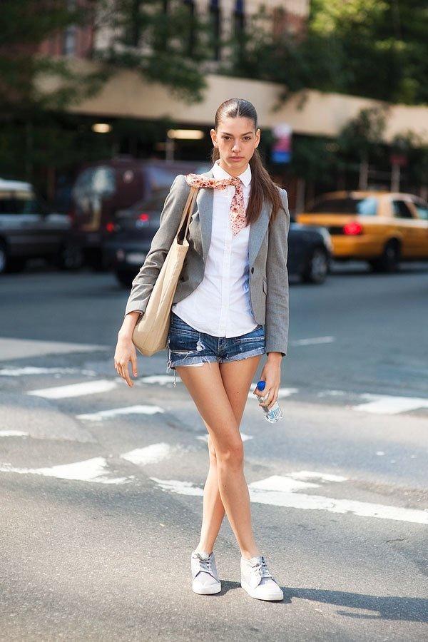 biar pakai hot pants, juga tetap terlihat fashionable kok