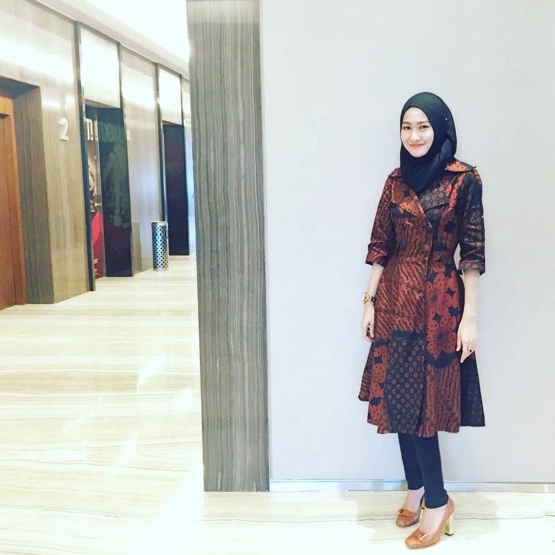 Celana Untuk Batik Pria: Mulai Dari Ngampus Sampai Kencan, Inilah 9 Ide Baju Batik
