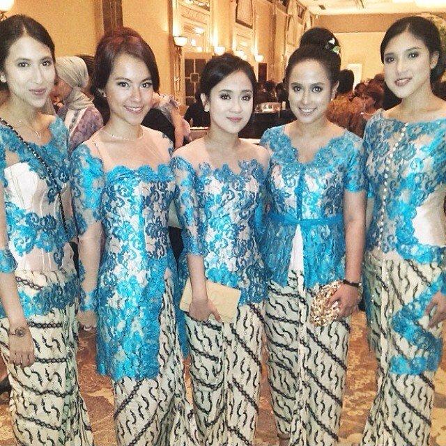 kebaya tradisional warna biru! @kebaya_inspiration