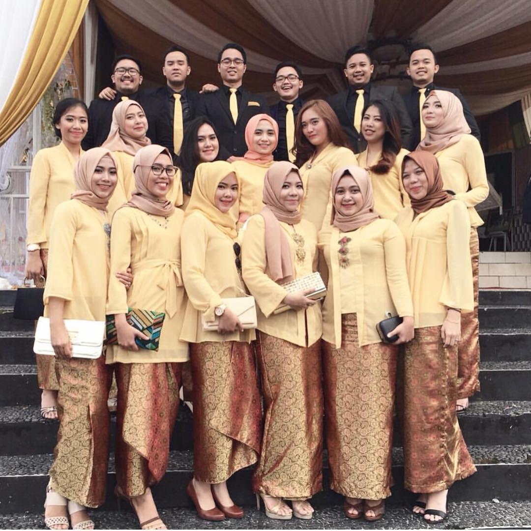 Artis indonesia ganti baju 2