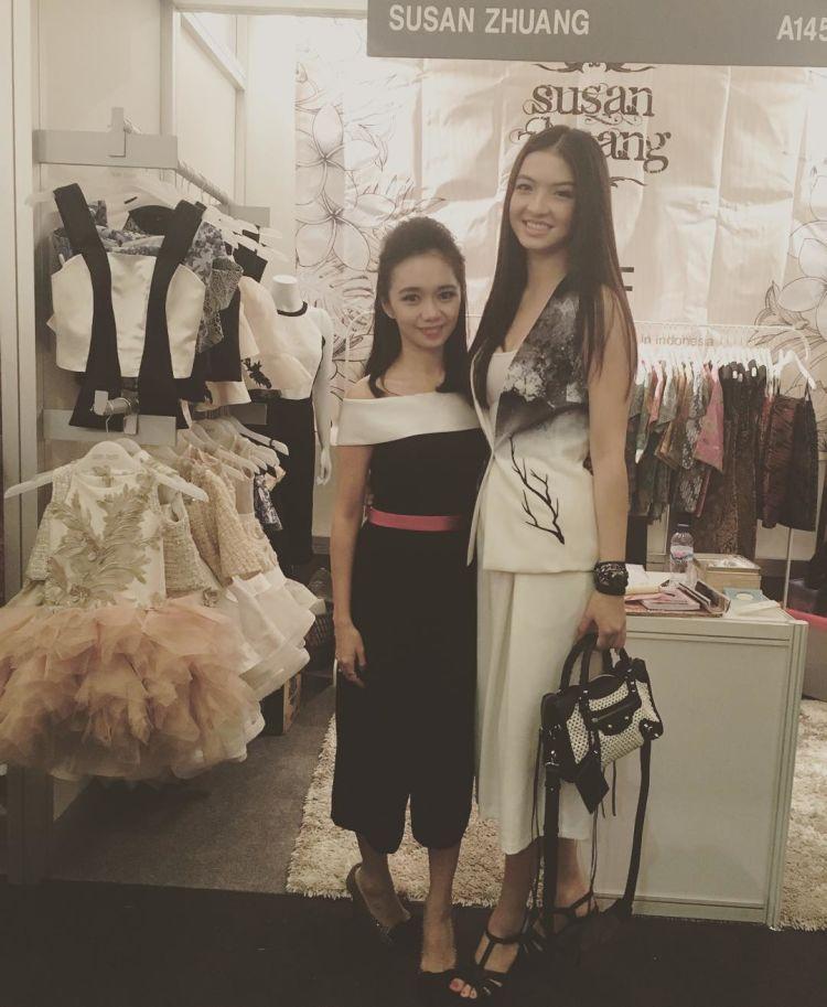 sama temannya nih di acara Indonesia Fashion Week 2016