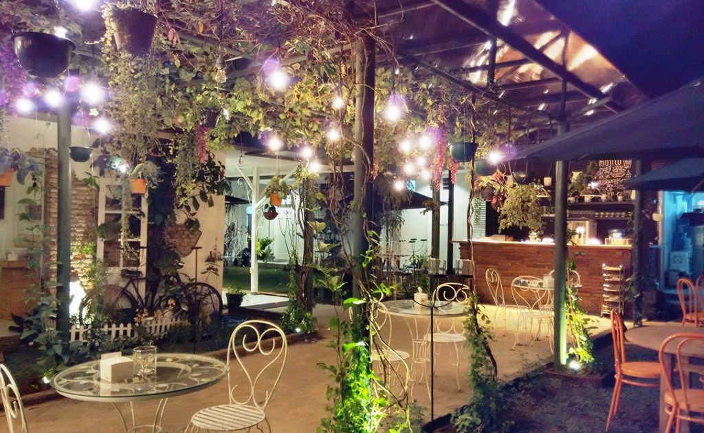 Ajak Pasanganmu Menikmati Malam di 8 Cafe Romantis di Malang. Bikin Suasana Makin Mesra Aja!