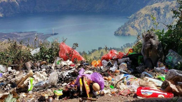 Sampah di Gunung Rinjani.