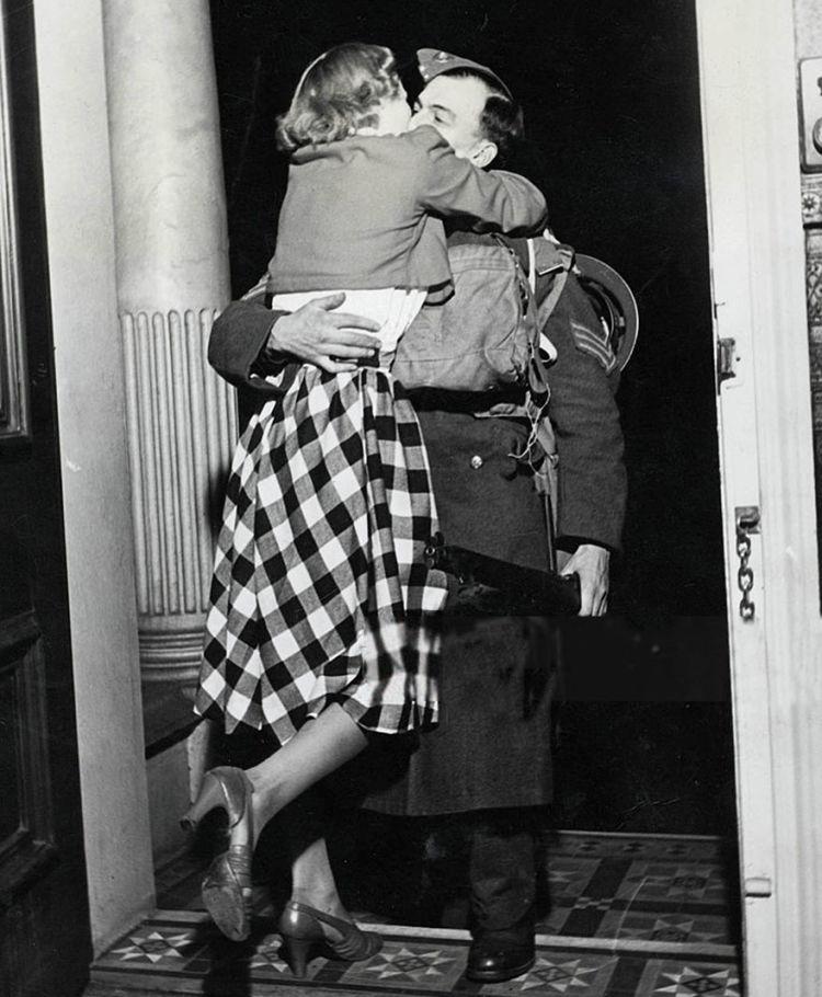 Greet hug.