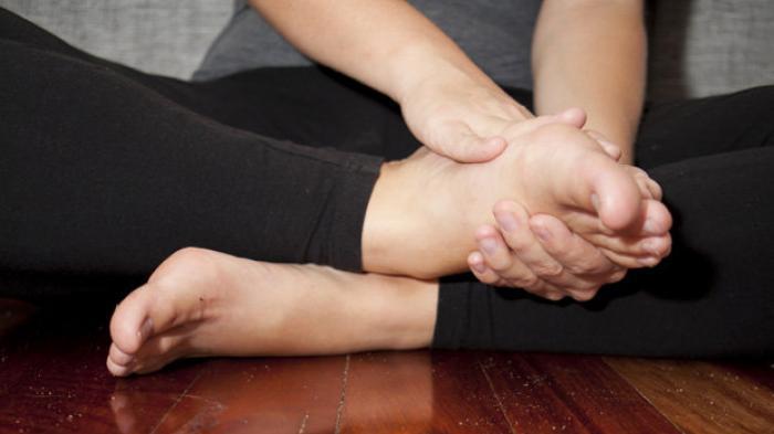 posisikan tangan & kaki dengan nyaman