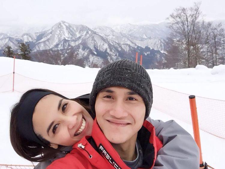 Romantisnya foto berlatar salju..