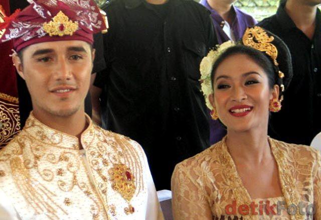 Happy Salma aja nikah di Ubud