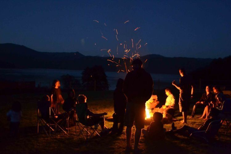 camping, momen yang seru dilakukan bareng teman