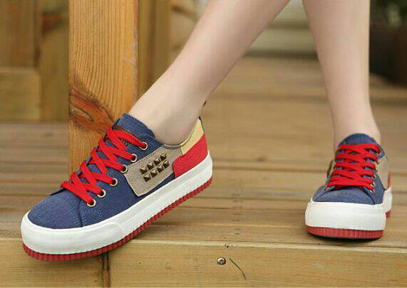 90% kepribadian seseorang dilihat dari sepatunya.
