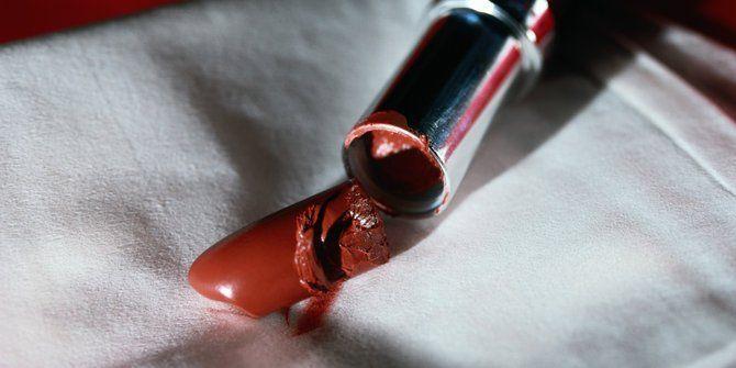 lipstik patah = patah hati