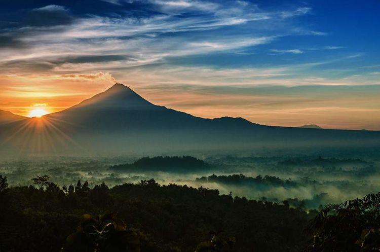 sunrise di Punthuk Setumbu mah begini