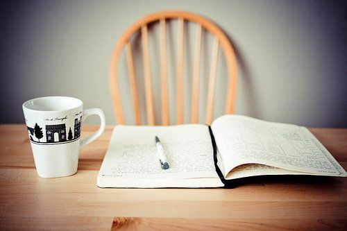 Yuk, mulai dengan menulis jurnal sehari 2 halaman.