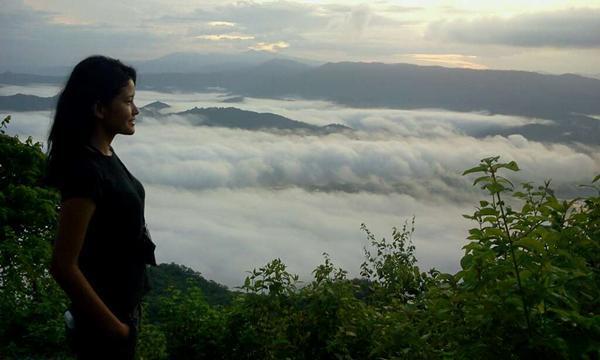 ini pemandangan di atas desa Mantar, gimana?