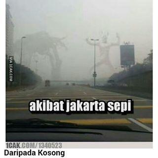 widih mereka perang di Jakarta pas sepi nih