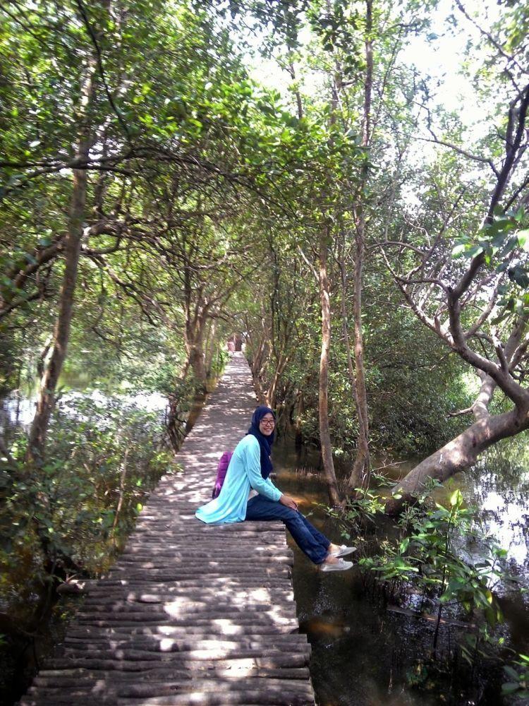 OOTD simple dipadu nuansa hutan