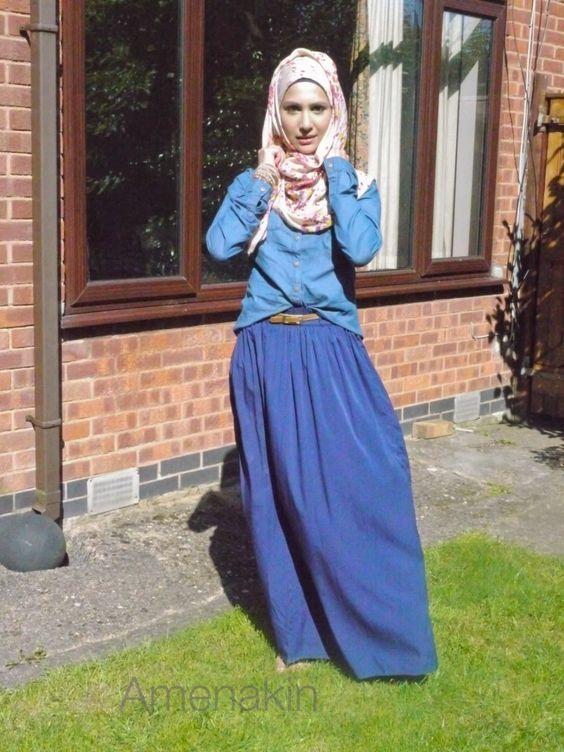 dengan hijab motif floral yang cantik