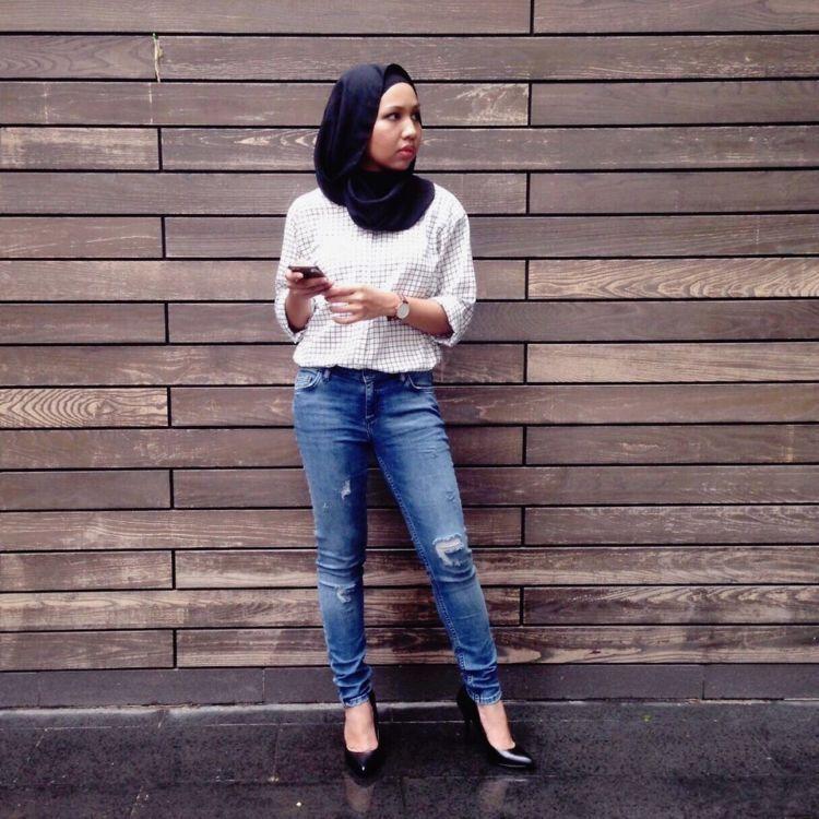 Siapa Bilang Cewek Berhijab Nggak Bisa Pakai Celana Jeans Sobek Sobek Gini Nih Caranya