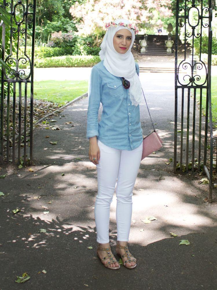 8 Gaya Hijab Anggun Dengan Baju Berbahan Jeans Atau Denim Cobain Yuk