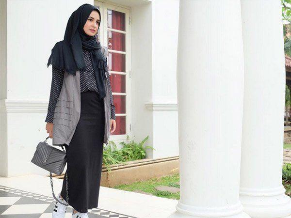 Padu Padan Gaya Kasual Hijab dan Vest yang Bisa Kamu Pakai