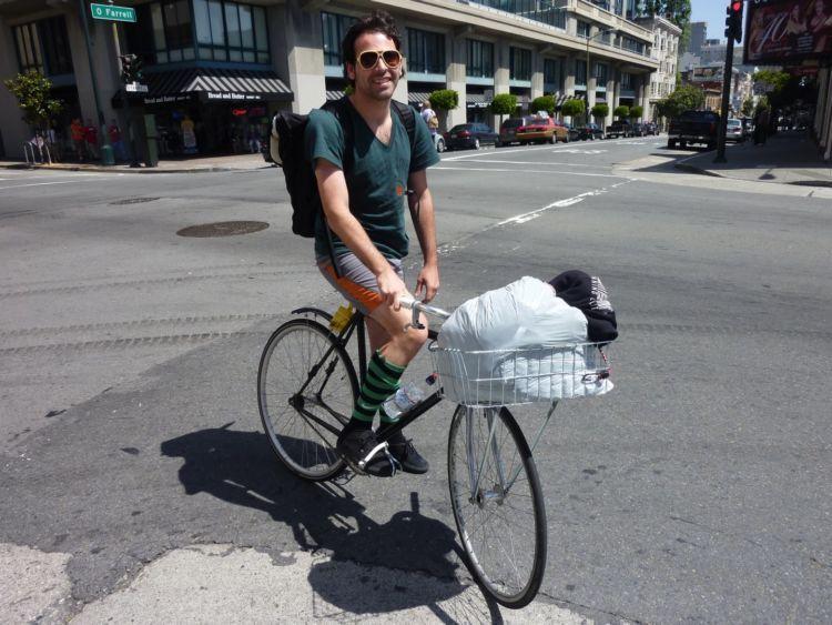 sepedaan ah, mumpung jalanan sepi