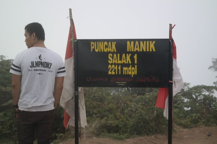 Puncak Manik, Salak I.