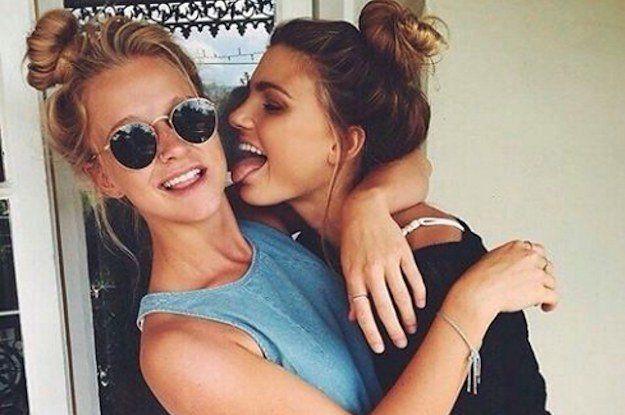 Hubungan badan lesbian.