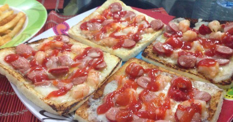 Pizza Roti Tawar, yummy!