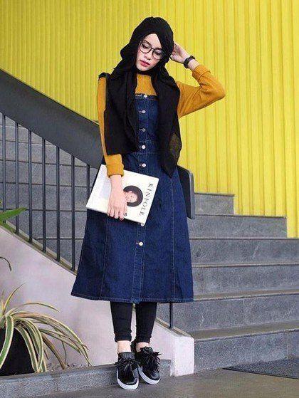 blouse kuning dengan midi dress denim