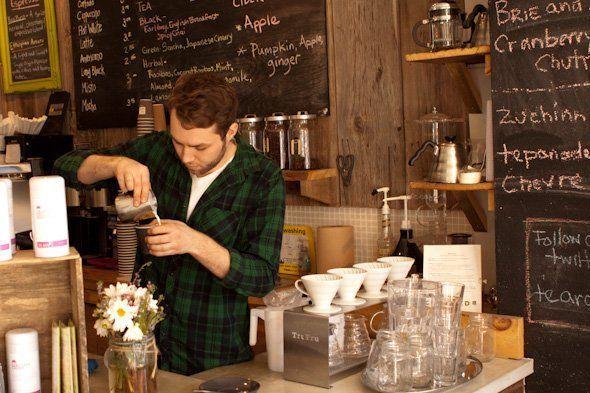 Peracik kopi alias barista
