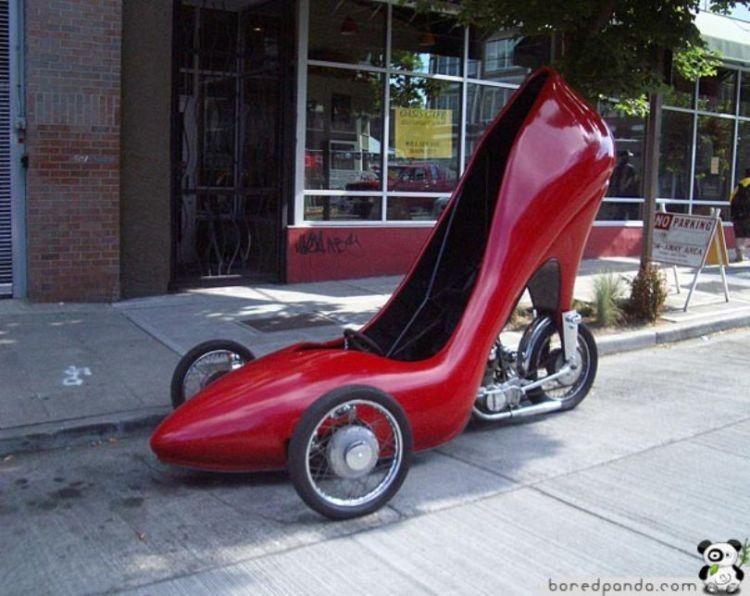 Sepatu juga bisa jadi mobil