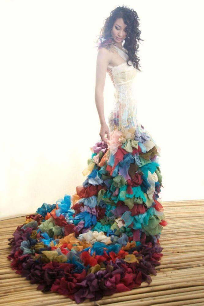 Gaun warna warni