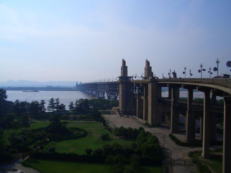 Serem juga ini jembatan keren
