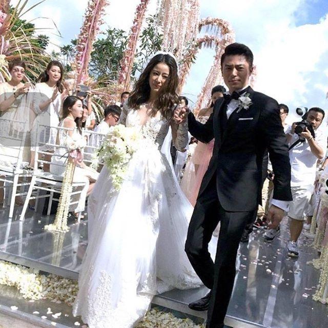 gaun pernikahan Ruby yang cantik!