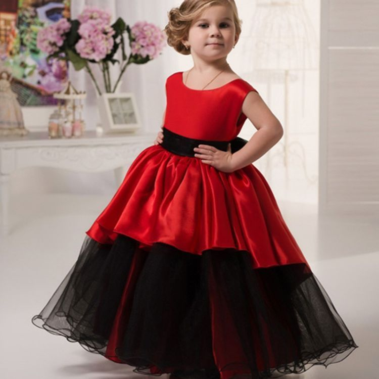 gaun merahnya cantik!
