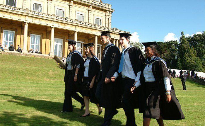 Mereka hanya belum tahu kalau kamu bermimpi untuk melanjutkan studi ke luar negeri.