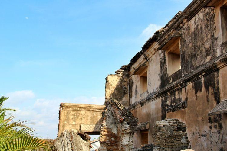 Pulau Cemeti, puing bangunan yang mengingatkan kamu akan sejarah