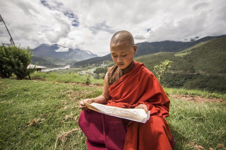 Lagi, 1 dari 100 penduduk Bhutan adalah biksu.